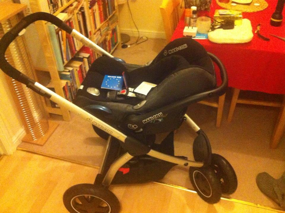 Maxi Cosi frame with carrycot
