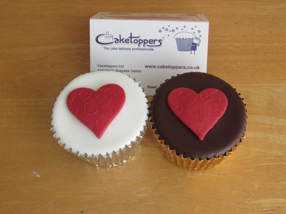 Create Personalised Cupcakes with Caketoppers