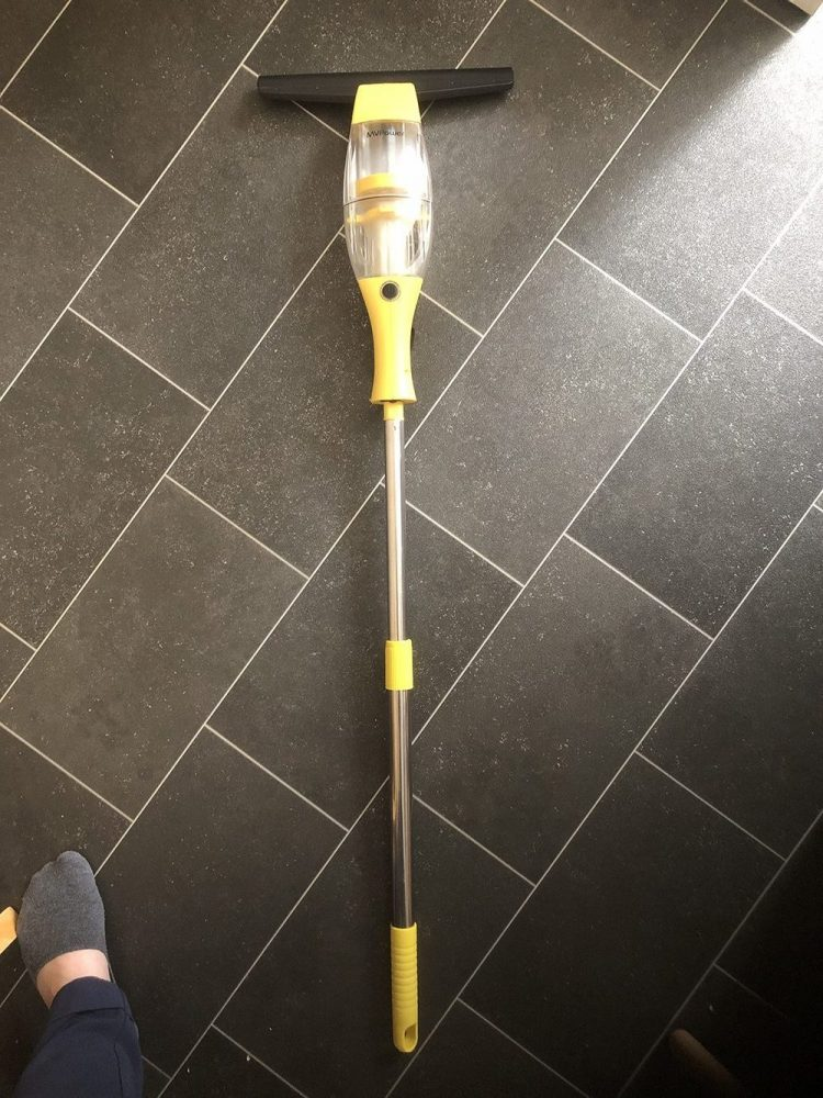 Extendable rod for window vac