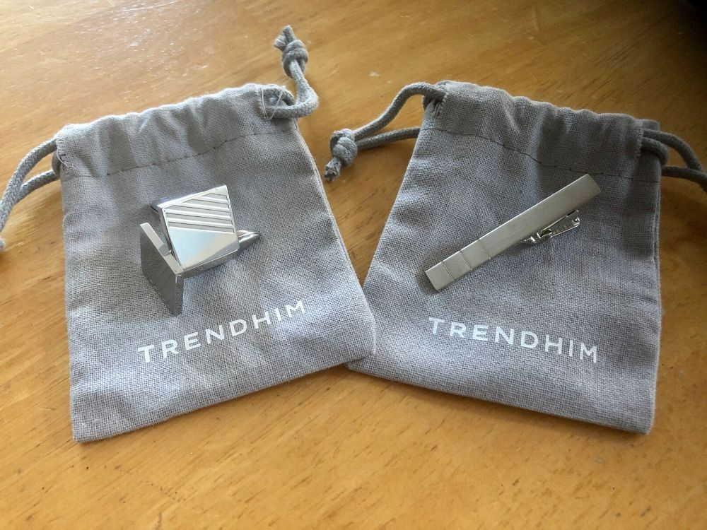 Silver cubed cufflinks and silver tie clip