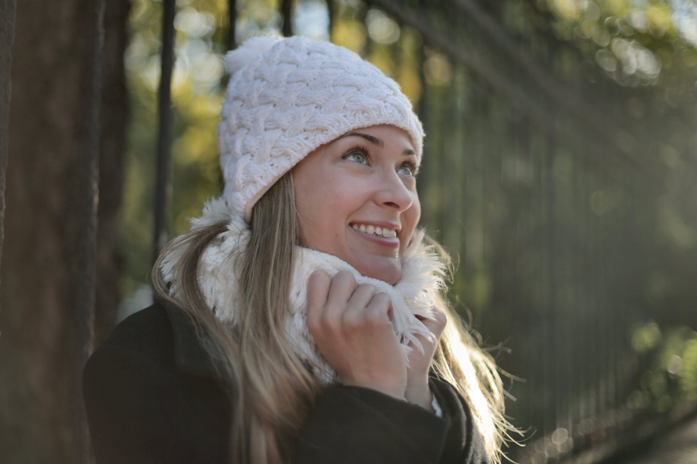 Women in a beanie hat
