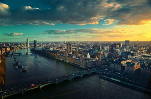 London scene at night